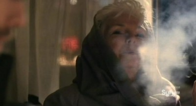 Defiance S1x01 - Nicky smokes like a chimney