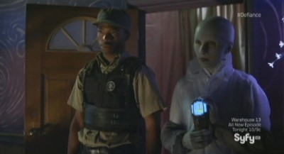 Defiance S1x03 - Tommy and Doc Yewll investigate