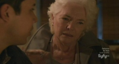 Defiance S1x06 - Ex Mayor Nicky with Quentin