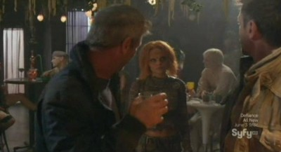 Defiance S1x06 - Irisa finds Nolan drinking with Braddock