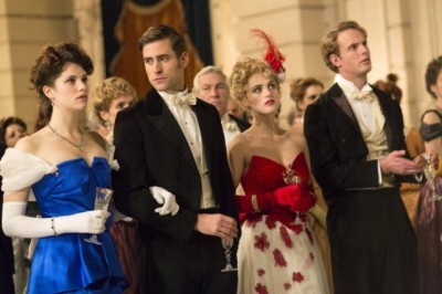 Dracula S1x01 - The costumes are stunning  -- Episode 1-- Pictured: (l-r) Jessica De Gouw as Mina Murray, Oliver Jackson-Cohen as Jonathan Harker, Katie McGrath as Lucy Westenra -- (Photo by: Jonathon Hession/NBC)