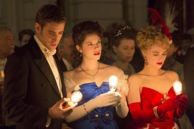 Dracula S1x01 - Oliver Jackson-Cohen as Jonathan Harker, Jessica De Gouw as Mina Murray, Katie McGrath as Lucy Westenra -- (Photo by: Jonathon Hession/NBC)