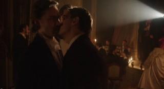 Dracula-S1x2-Grayson's hello kiss