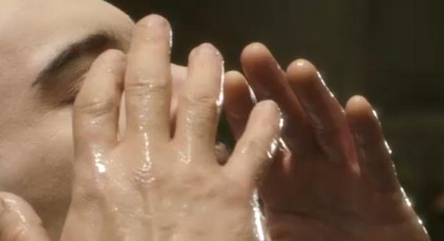 Dracula S1x06-Water on skin