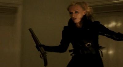 Dracula-S1x10-Jayne on the hunt