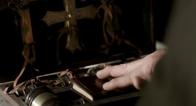 Dracula-S1x10-Van Helsing, Vampire slayer