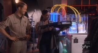 Eureka S5x04 - Lupo examines the fire extinguishing weapon