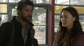 Falling Skies S1x02 - The adult romance between Tom and Anne