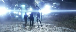Falling-Skies S1x10 - Tom agrees to board an alien ship to protect his son from the aliens.