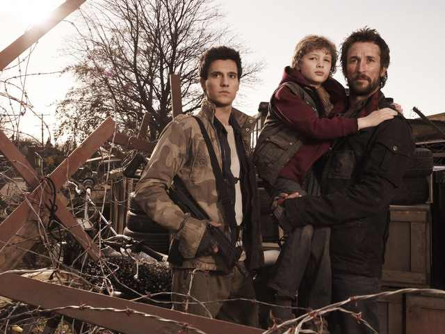 Falling Skies S1x01 - Hal, Matt and Tom Mason promo picture