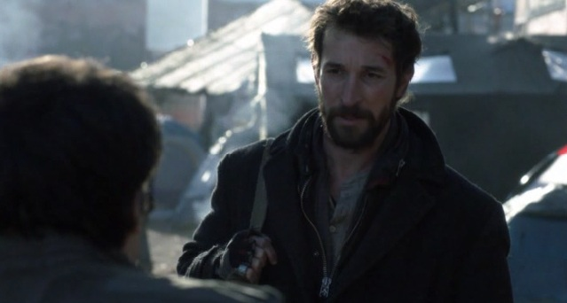 Falling Skies S2x05 Hal telling Tom about Ben's spikes lighting up