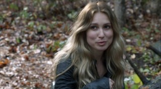 Falling Skies S2x05 - Sarah Sanguin Carter as the mysterious Maggie