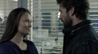 Falling Skies S2x06 - Anne gives Tom a loving look of trust