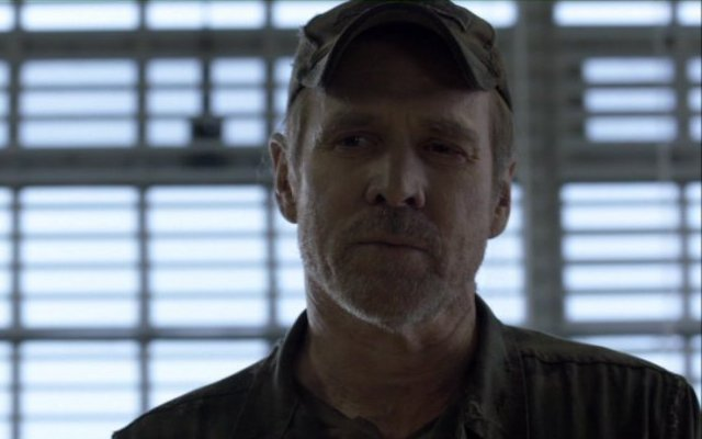 Falling Skies S2x06 - Captain Weaver addresses the 2nd Mass to do things his way!