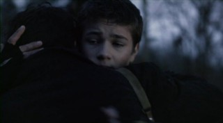 Falling Skies S2x07 - Ben hugs Tom