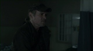 Falling Skies S2x07 - Captain Weaver suspects Skitter foul play