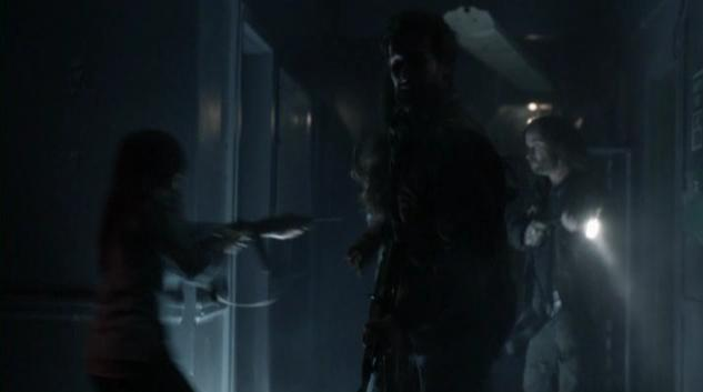 Falling Skies S2x07 Pope, Tom other side 21