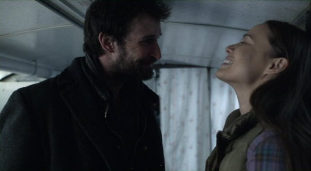 Falling Skies S2x07 - Lovers Tom Mason and Anne Glass share a lighter moment