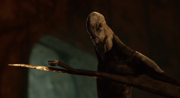 Falling Skies S2 x 10 Overlord with his blade out