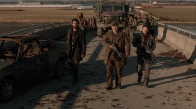 Falling Skies S2x08 - Captain Weaver says kill the cockroaches
