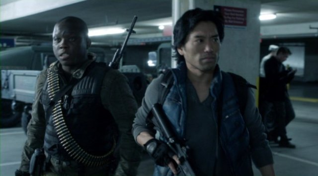 Falling Skies S2x10 - Anthony and Dai get ready for action