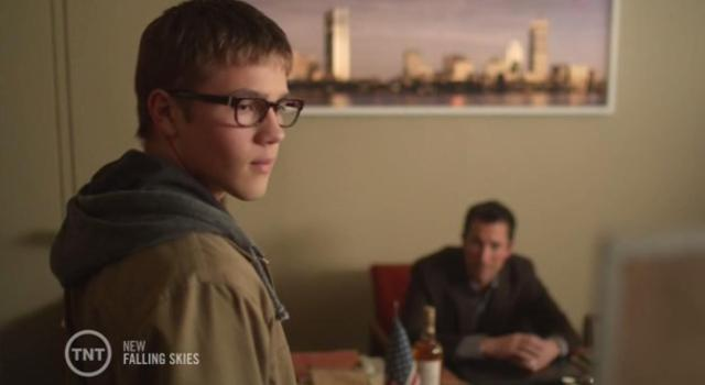 Falling-Skies-S3X08-Ben-in-Toms-office