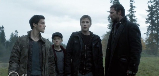 Falling Skies S3x07 Tom and the boys getting closer