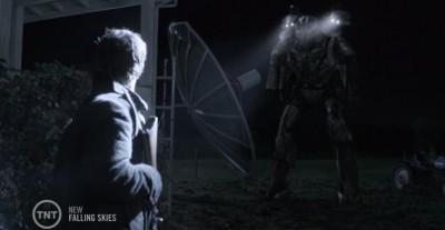 Falling Skies S3x07 Tom surrounded Picketts