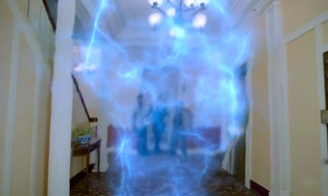 Fringe S4x04 Subject 9 - The blue energy appears at Cameron's