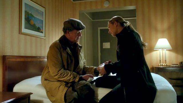 Fringe S4x04 Subject 9 - Olivia comforts Walter