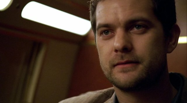 Fringe S1x01 - Joshua Jackson as Peter Bishop