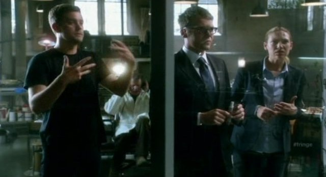 Fringe S4x06 - In the lab with Lincoln