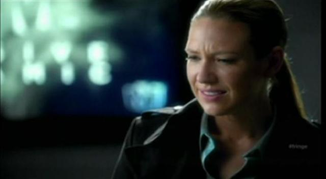 Fringe S4x07 Wallflower - Olivia about to become Nina's victim