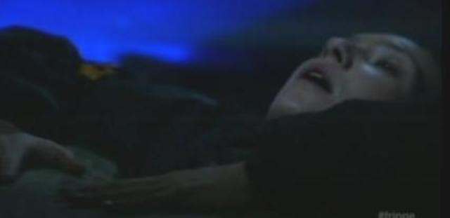 Fringe S4x07 Wallflower - Olivia in pain