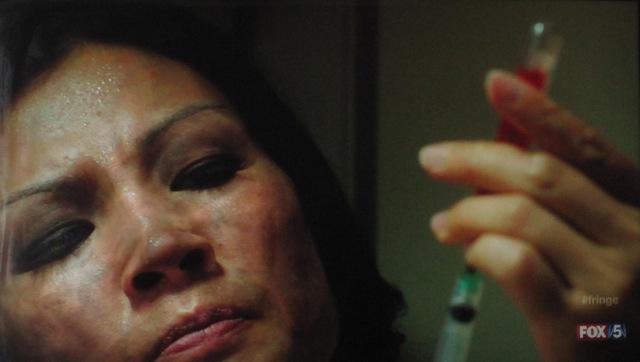 Fringe  S4x05 - Nadine injects herself