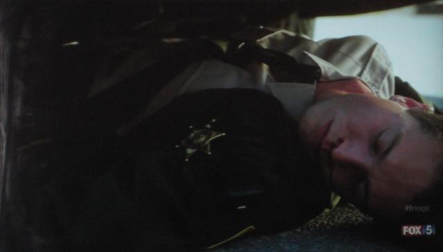 Fringe S4x05 - Dead policeman