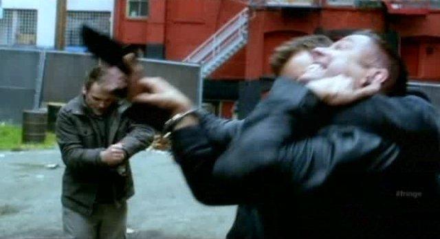 Fringe S4x08 - Peter fights the assasins