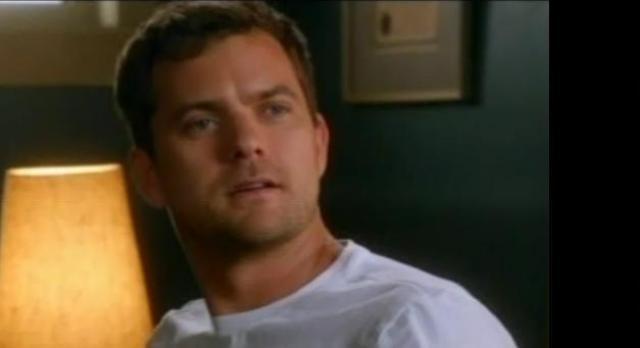 Fringe S4x08 - Peter glances at Olivia