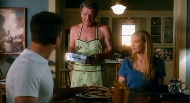 Fringe S4x08 - Walter in his lovely apron