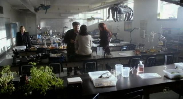 Fringe S4x12 - In the biology lab