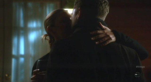 Fringe S4x12 - Olivia and Peter kiss