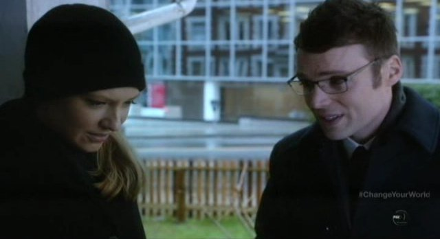 Fringe S4x16 - Olivia apologizes to Loncoln for showing up
