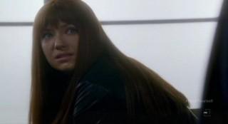 Fringe S4x17 - Alt-Livia in tears in the locker room