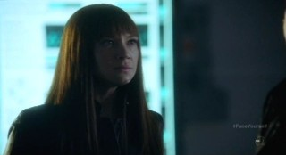 Fringe S4x17 - Alt-Livia learns Captain Lee is dead