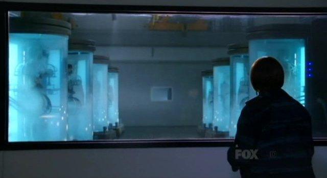 Fringe S4x17 - Alt-Nina waits for good news at Jones laboratory