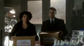 Fringe S4x17 - Astrid brings Lincoln Lee his research for the Red Universe
