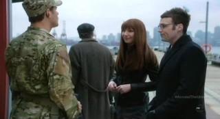 Fringe S4x17 - Awkward scene between Lincoln and Alt-Livia