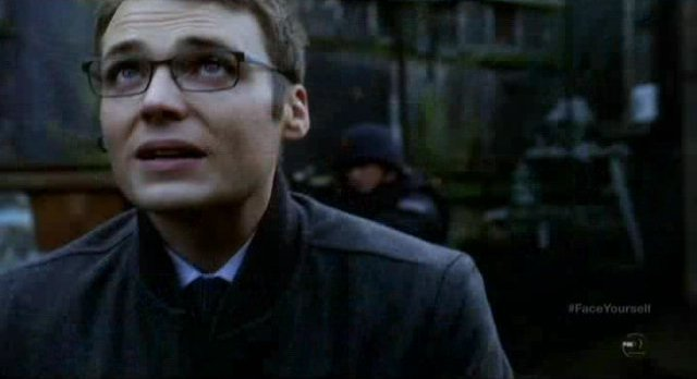 Fringe S4x17 - Lincoln talks to Alt-Lincoln via comms system
