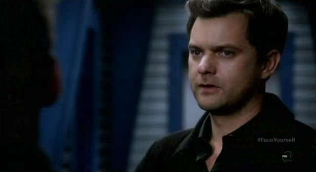 Fringe S4x17 - Peter sighs and pokes Walter