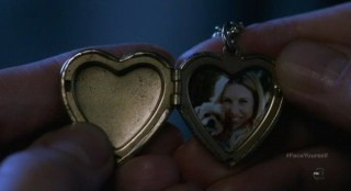 Fringe S4x17 - Picture locket necklace of a victim